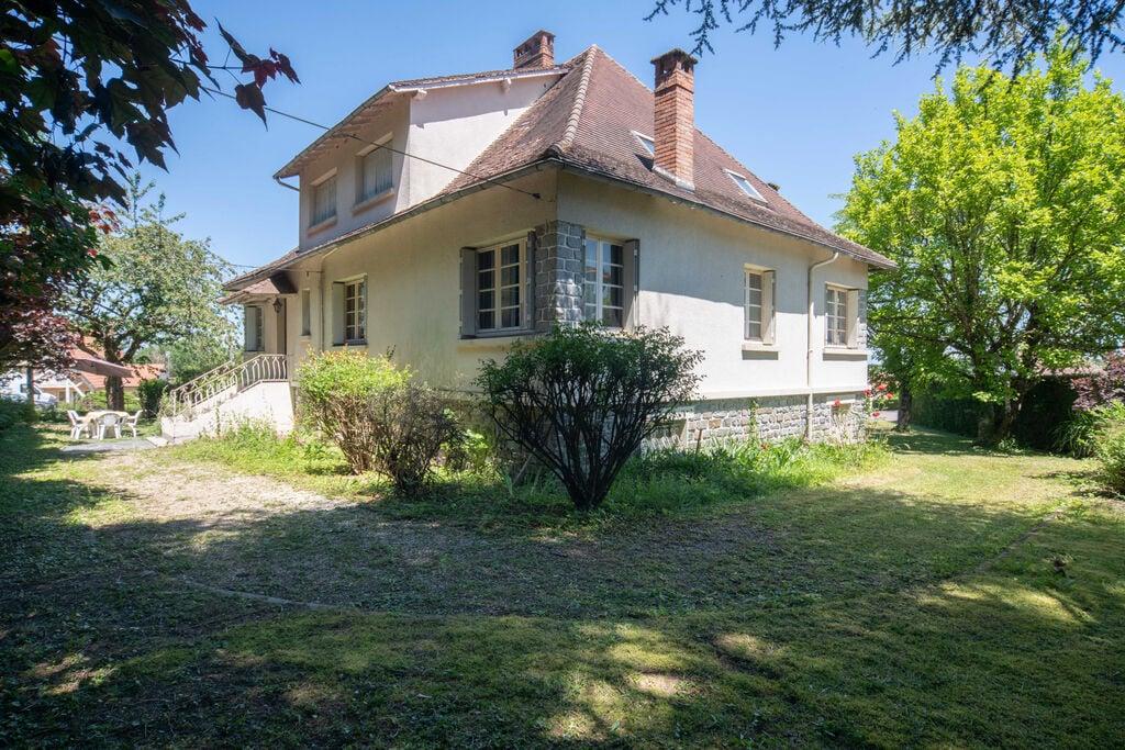 Sfeervol familiehuis in Payzac met een rustige ligging - Boerderijvakanties.nl