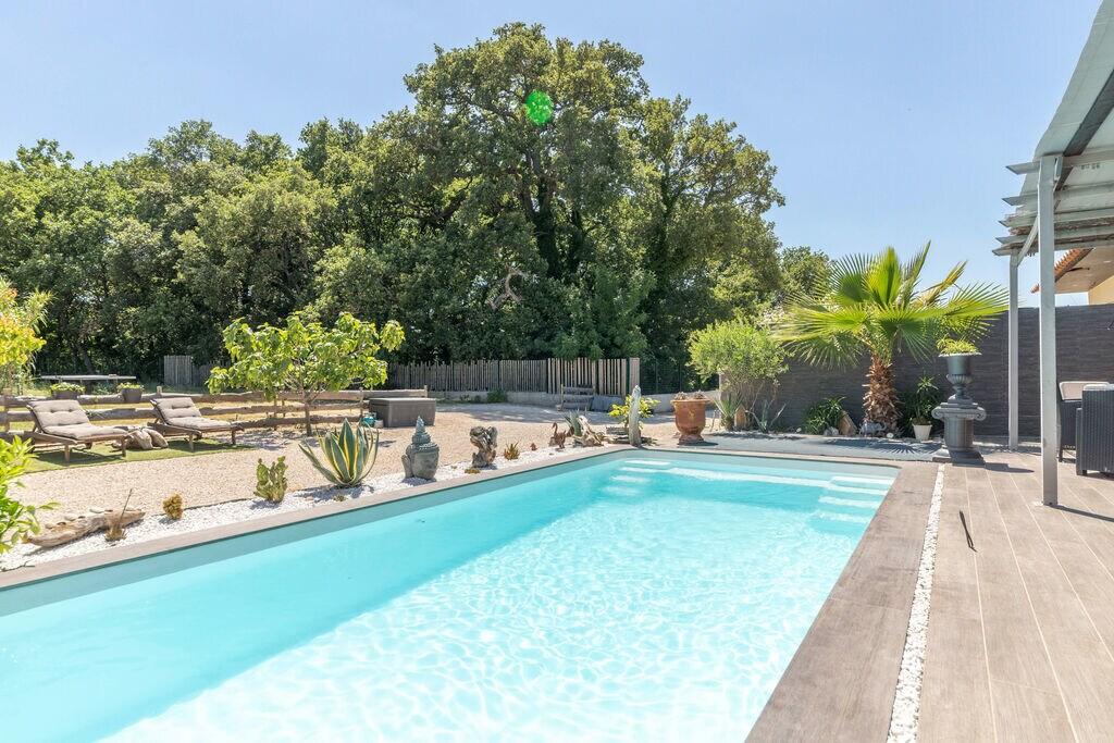 Luxe villa in Saint-Victor-la-Coste met zwembad - Boerderijvakanties.nl