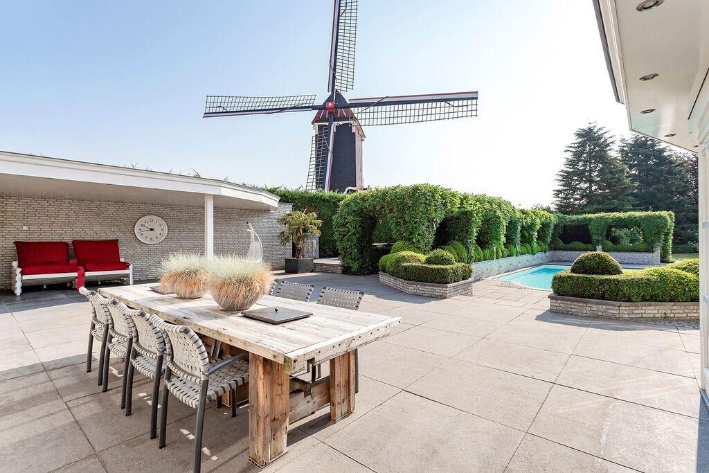 Vrijstaande villa in Moergestel met zwembad en jacuzzi - Boerderijvakanties.nl