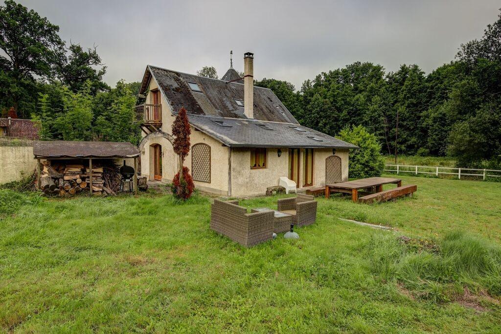 Gezellig vakantiehuis in Raizeux met een terras - Boerderijvakanties.nl