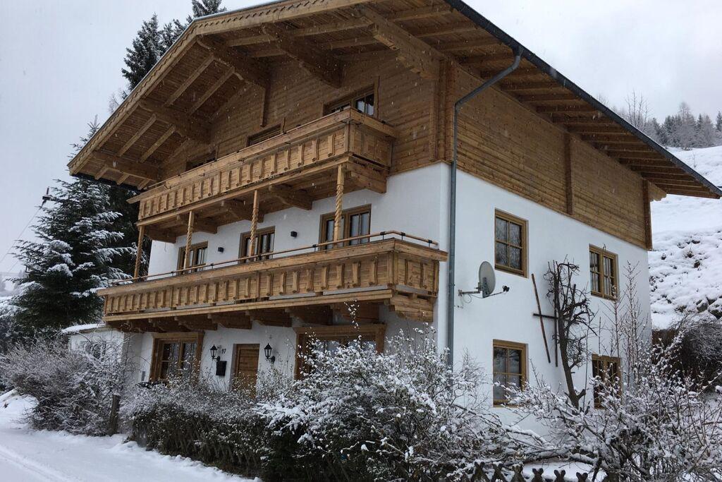Ruim chalet in Hollersbach im Pinzgau met terras - Boerderijvakanties.nl