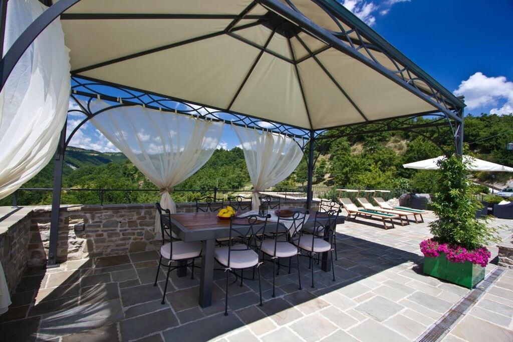 Prachtig appartement in Apecchio met een prachtig uitzicht - Boerderijvakanties.nl