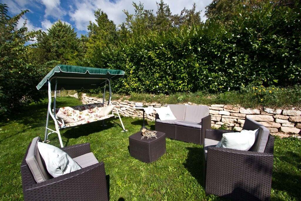Sfeervol appartement met zwembad nabij Acqualagna - Boerderijvakanties.nl