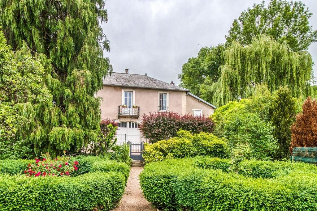 Mooi vakantiehuis in Bligny-Sur-Ouche met een tuin - Boerderijvakanties.nl