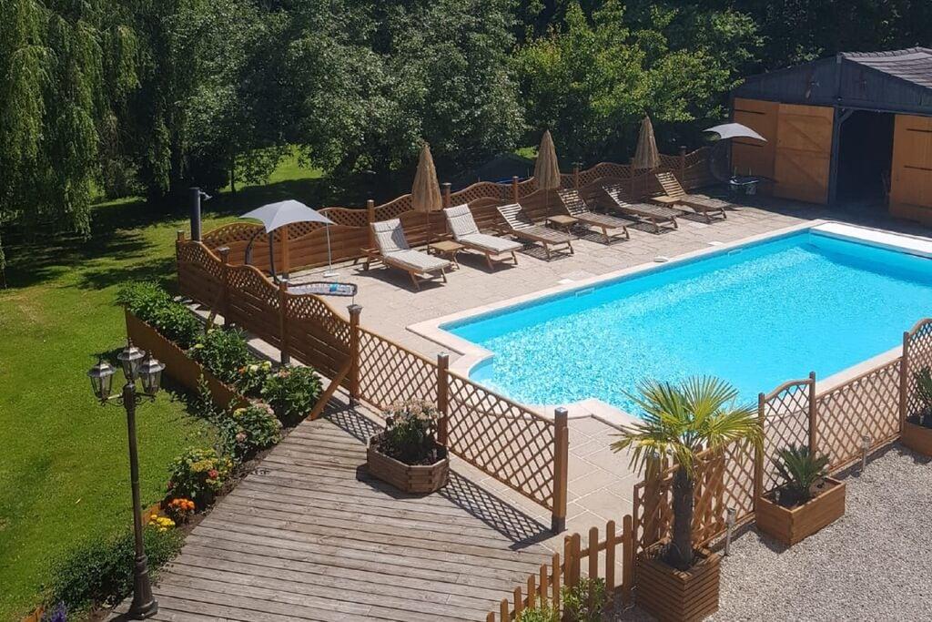 Prachtig appartement in Château-Garnier met zwembad - Boerderijvakanties.nl