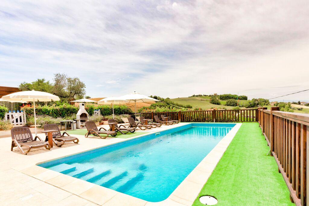 Prachtig appartement in Fermo met een zwembad - Boerderijvakanties.nl