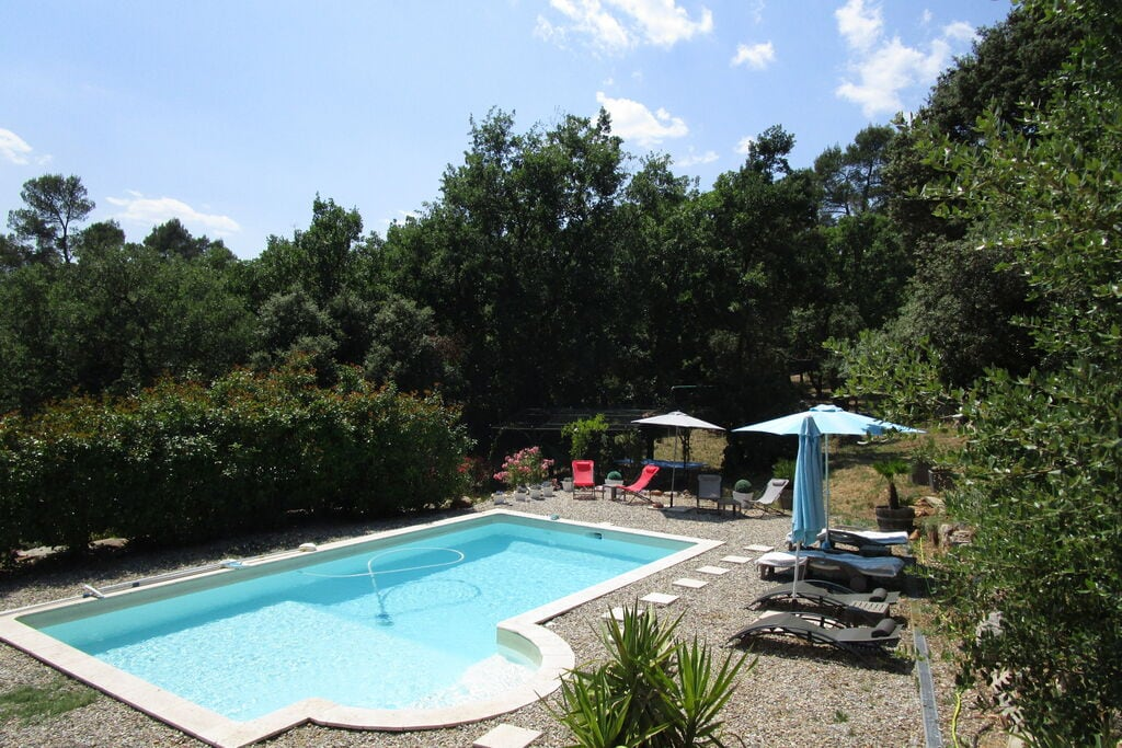 Gezellig vakantiehuis in Lorgues met een zwembad - Boerderijvakanties.nl