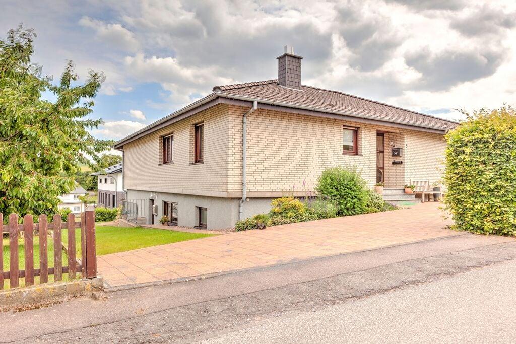 Ruim appartement nabij Bad Driburg met een privéterras - Boerderijvakanties.nl