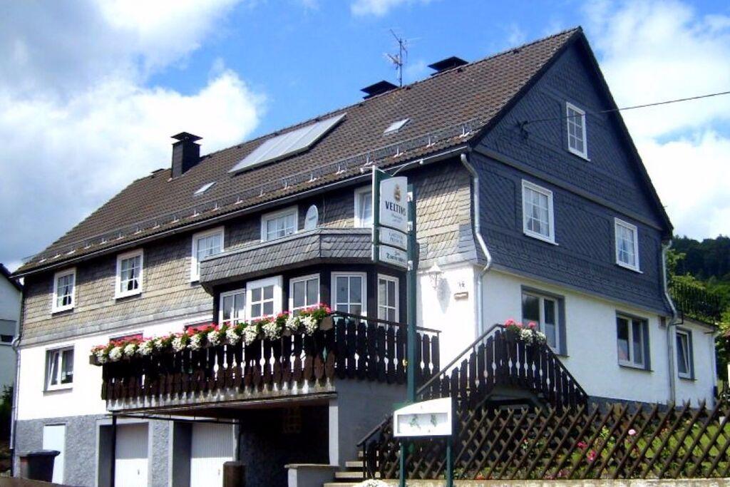 Prachtig appartement in Medebach met een balkon - Boerderijvakanties.nl