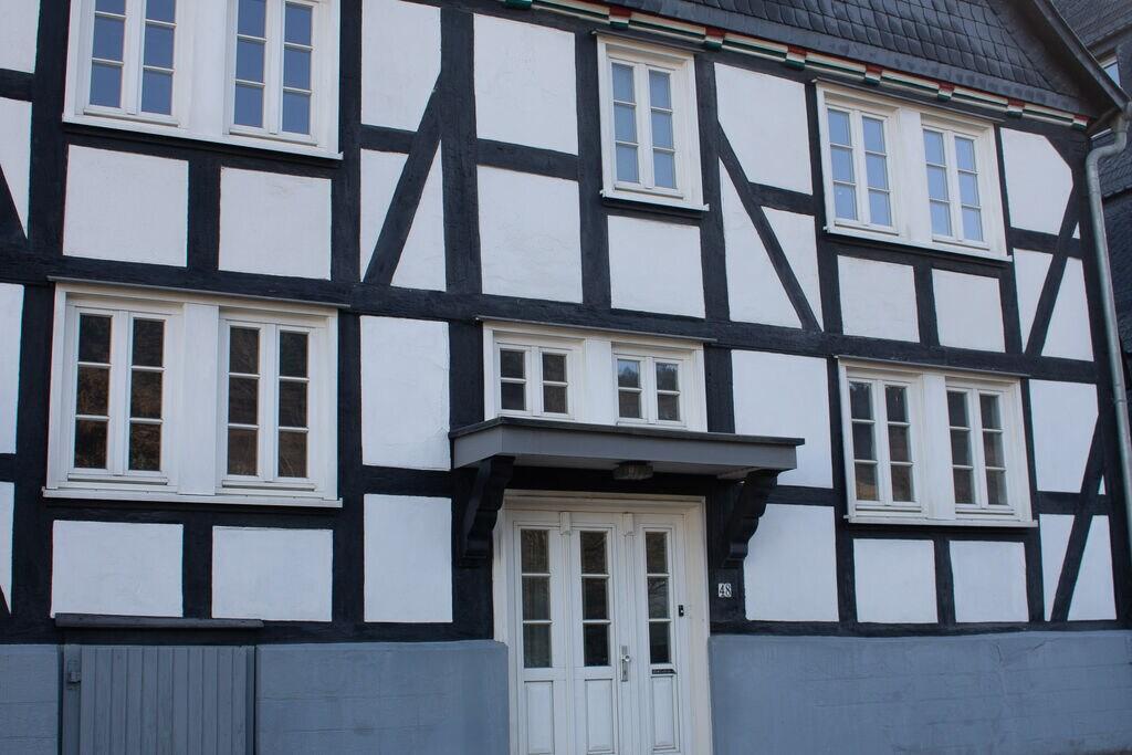 Groot vakantiehuis in Winterberg-Silbach met houtkachel, sauna, tuin en terras - Boerderijvakanties.nl