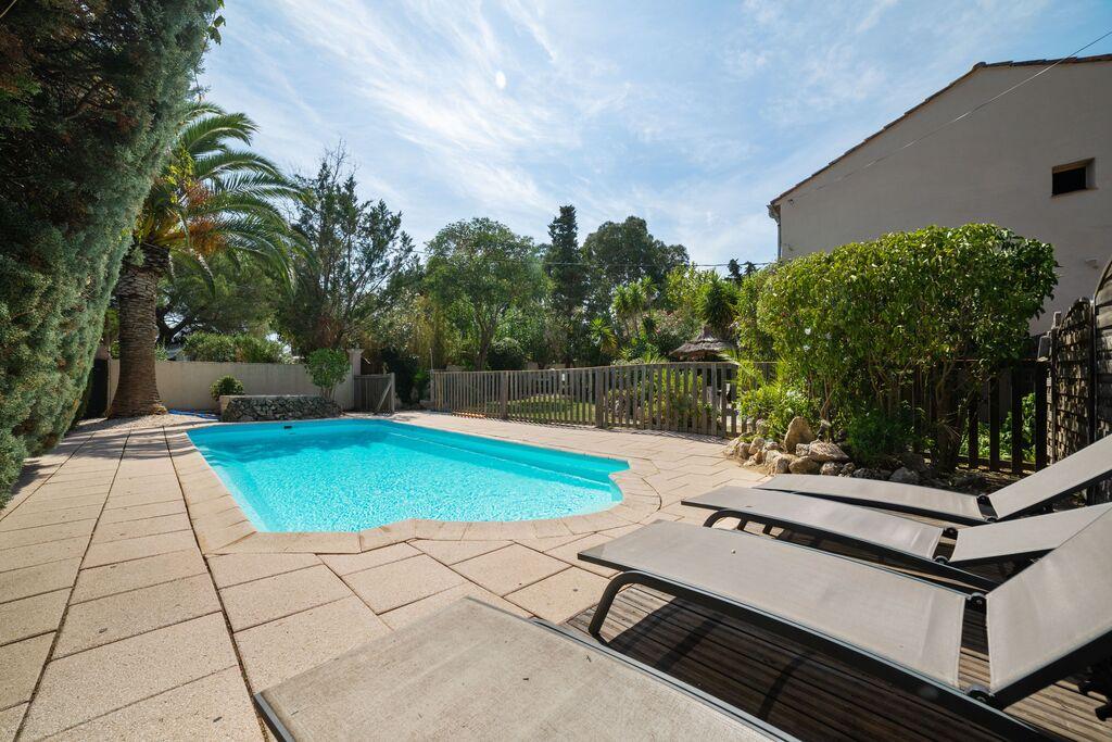 Knus vakantiehuis in Ramatuelle met een zwembad - Boerderijvakanties.nl