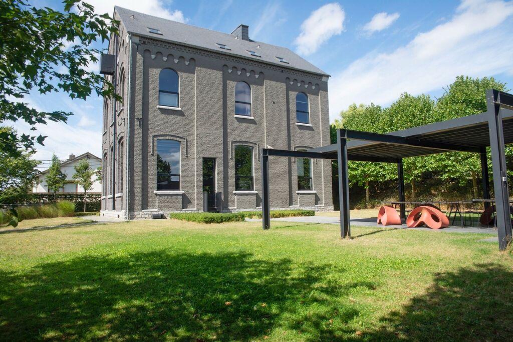 Ruim vakantiehuis in Denée met een tuin - Boerderijvakanties.nl