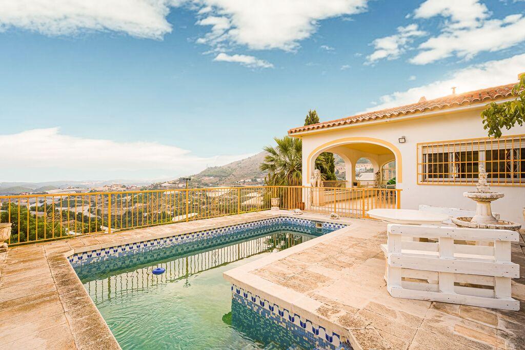 Leuk vakantiehuis in Callosa d' Ensarria met een zwembad - Boerderijvakanties.nl