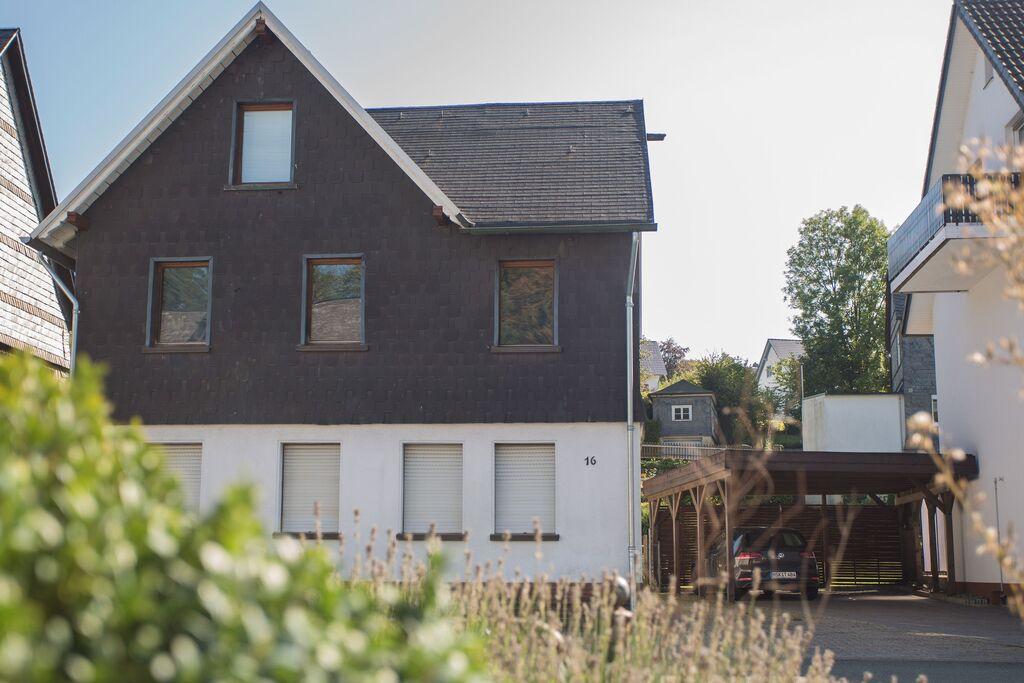 Modern zolderappartement in Winterberg-Siedlinghausen met terras - Boerderijvakanties.nl