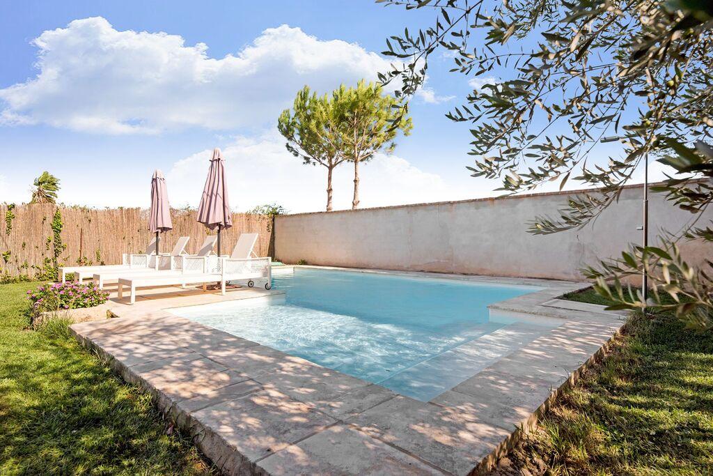 Authentiek vakantiehuis in Fraga met een privézwembad - Boerderijvakanties.nl