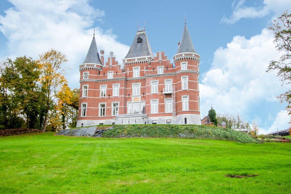 Authentiek kasteel in Gesves met een mooie privétuin - Boerderijvakanties.nl