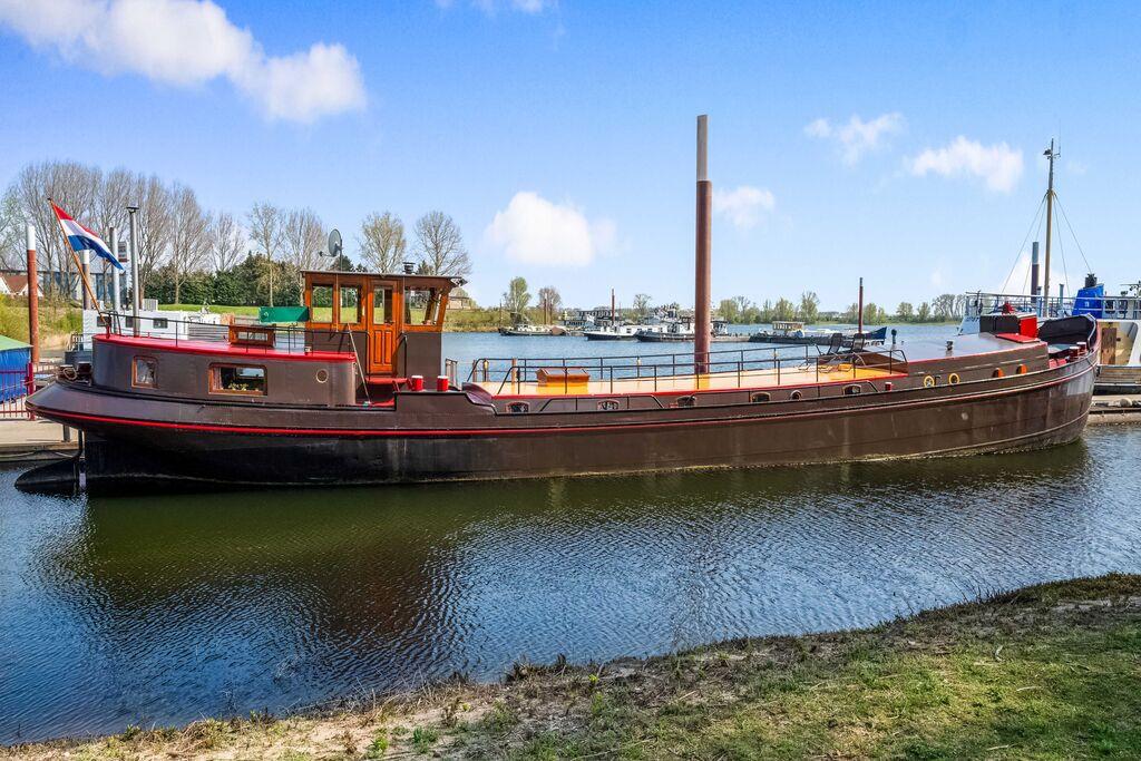 Mooie ruime Luxe Motor Boot in Kerkdriel direct aan recreatiegebied de Zandmeren - Boerderijvakanties.nl