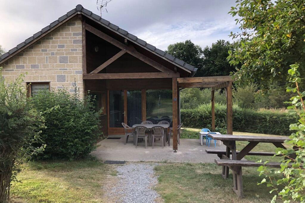 Heerlijk vakantiehuis in Signy le Petit met gedeelde jacuzzi - Boerderijvakanties.nl