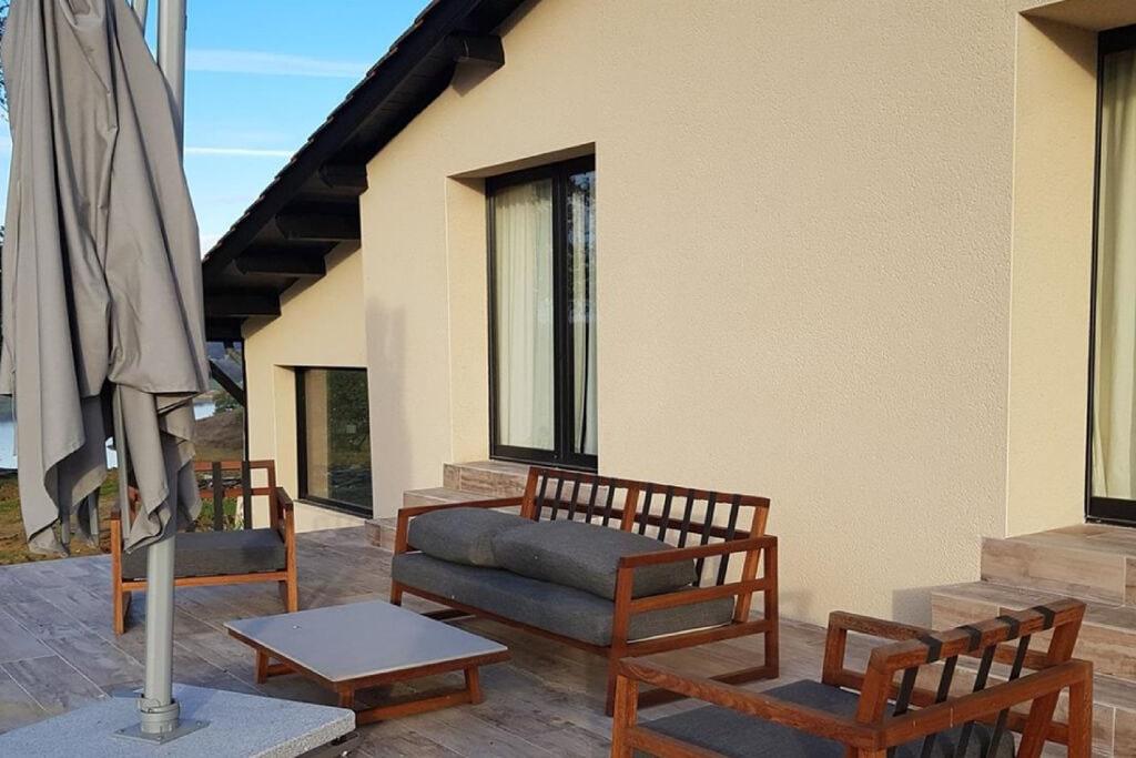 Moderne villa in Peyrusse-Grande met een privézwembad - Boerderijvakanties.nl
