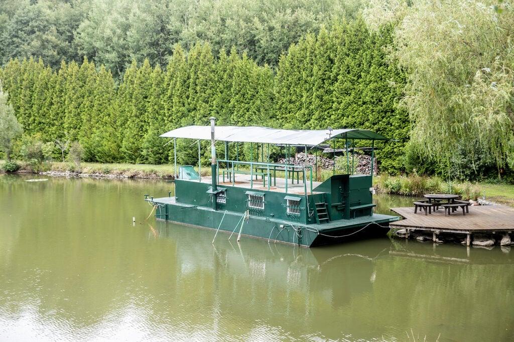 Bijzondere woonboot in Florennes met een dakterras - Boerderijvakanties.nl