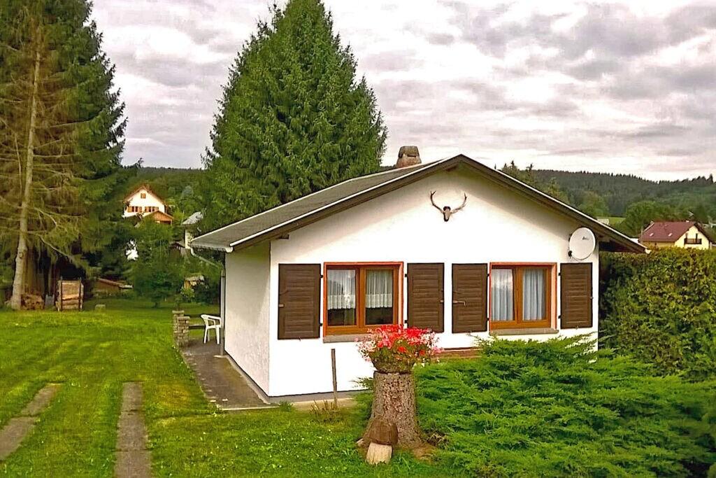 Knus vakantiehuisje in Mosbach met een privéterras - Boerderijvakanties.nl