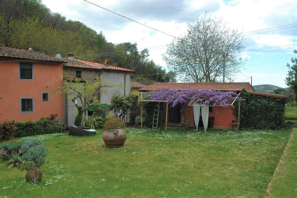 Eenvoudig vakantiehuis in San Giuliano Terme met een terras - Boerderijvakanties.nl