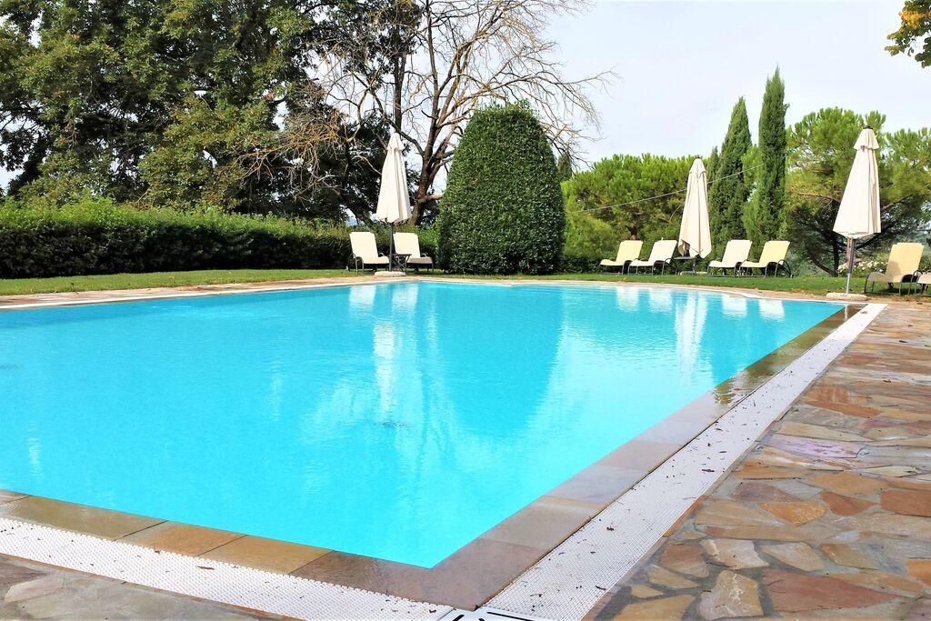 Fijn appartement in San Miniato met een zwembad - Boerderijvakanties.nl