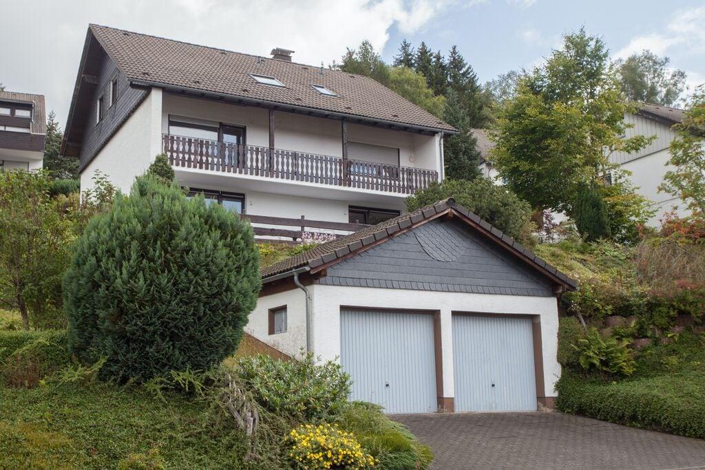 Modern vakantieappartement aan de bosrand in Niedersfeld bij Winterberg met terras - Boerderijvakanties.nl
