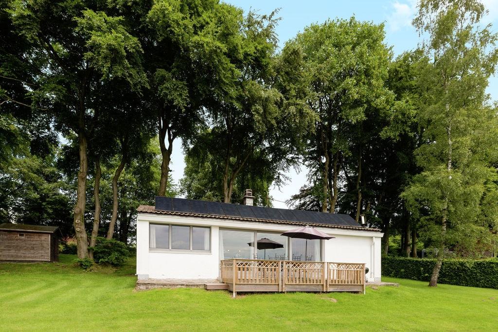 Mooie bungalow aan de rand van het bos met een prachtig uitzicht over de vallei - Boerderijvakanties.nl