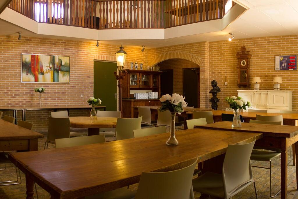 Luxe landhuis in Pingjum met een sauna - Boerderijvakanties.nl