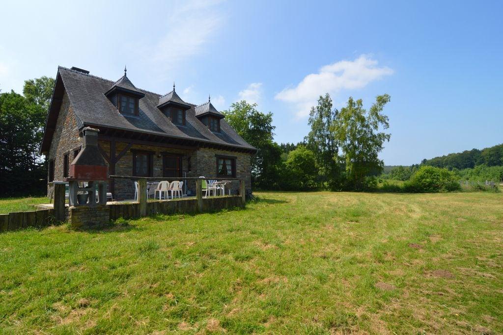 Fraai huis, gelegen op groot privéterrein, door bossen omgeven en met privé meer - Boerderijvakanties.nl