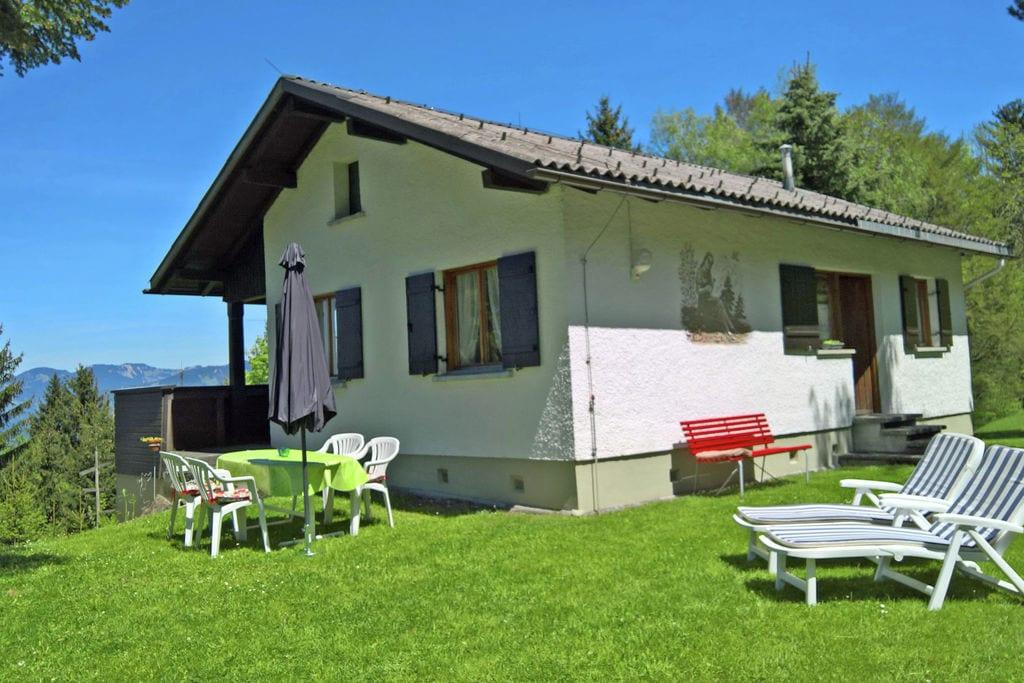 Landelijk vakantiehuis in Vorarlberg met een tuin en balkon - Boerderijvakanties.nl