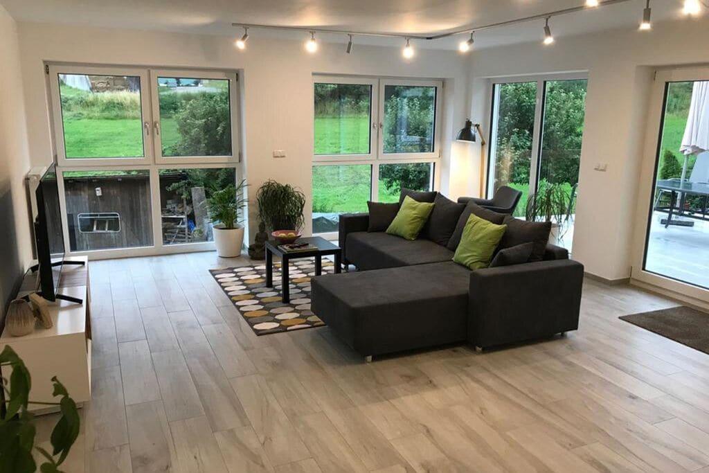 Ruim appartement in Neukirchen-Balbini met een tuin - Boerderijvakanties.nl