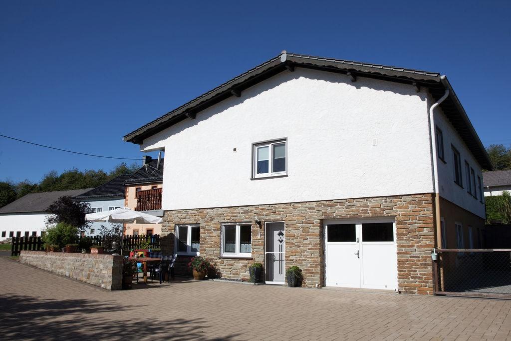Ruime vakantiewoning in de Eifel met een terras en tuin - Boerderijvakanties.nl
