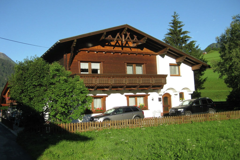 Ruime woning in Tirol met tuin - Boerderijvakanties.nl