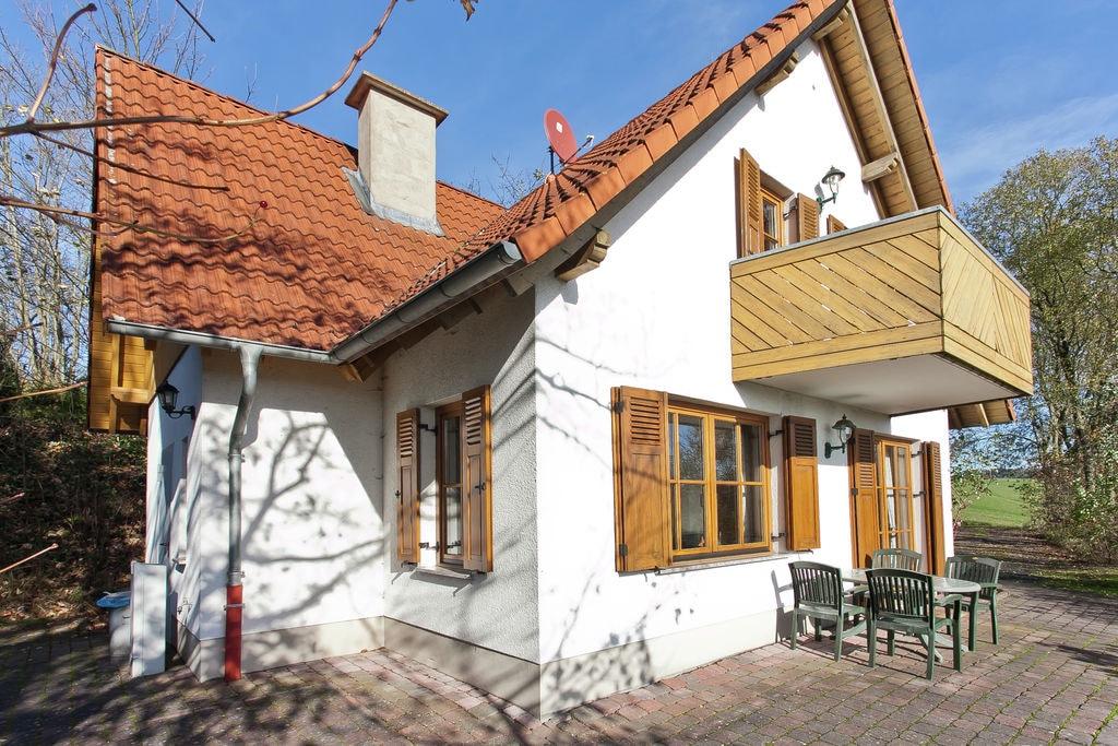 Vakantiehuis in het Knüllgebirge met balkon, tuin en prachtig uitzicht - Boerderijvakanties.nl