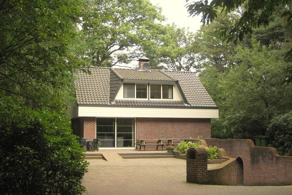 Vrijstaand vakantiehuis met zwembad, sauna en zonnebank in de bossen op volledig omheind perceel - Boerderijvakanties.nl