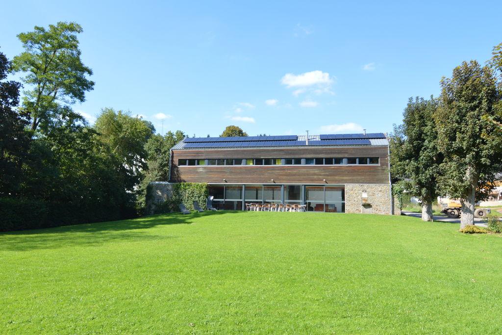 Ultra-strakke villa in Bevercé in de buurt van een rivier - Boerderijvakanties.nl