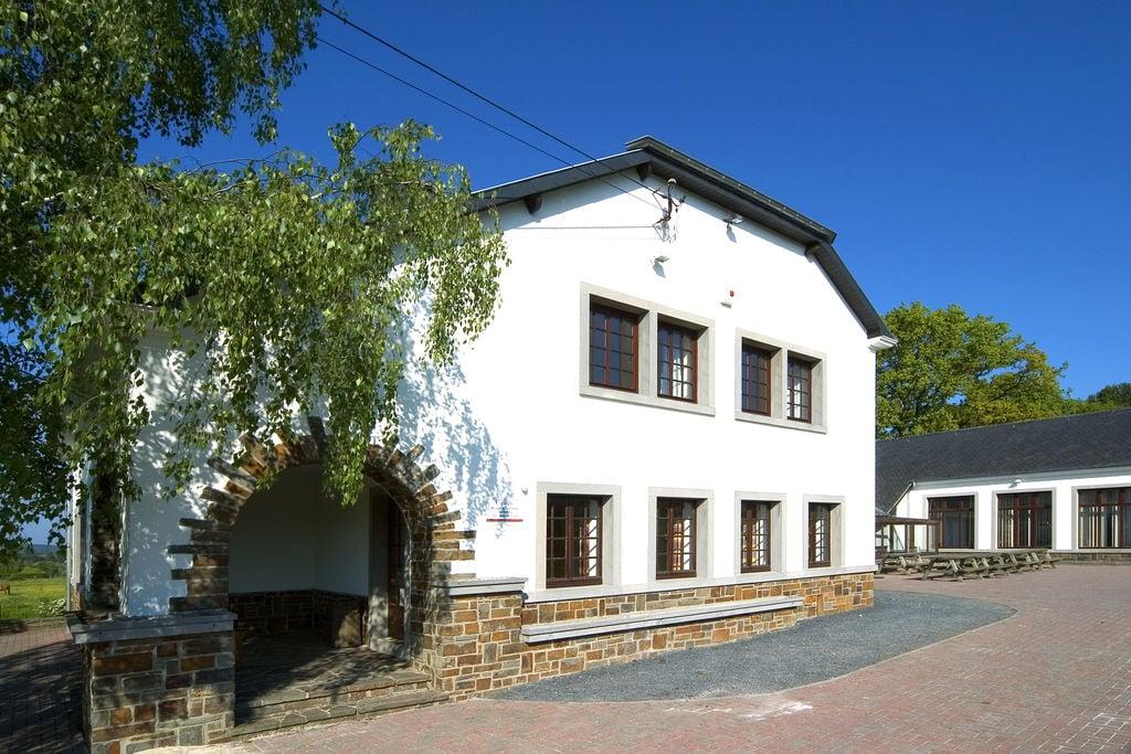 Voormalige school nabij Vielsalm, ingericht als vakantiehuis - Boerderijvakanties.nl