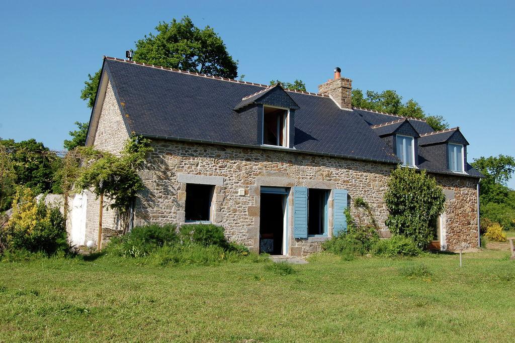 Leuk vakantiehuis met blauwe luiken op één van de mooiste plekjes van Bretagne - Boerderijvakanties.nl
