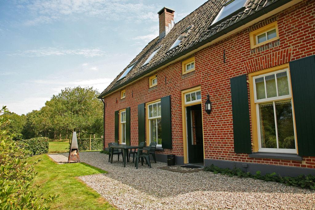 Oude, verbouwde boerderij in buitengebied vlakbij de Duitse grens - Boerderijvakanties.nl