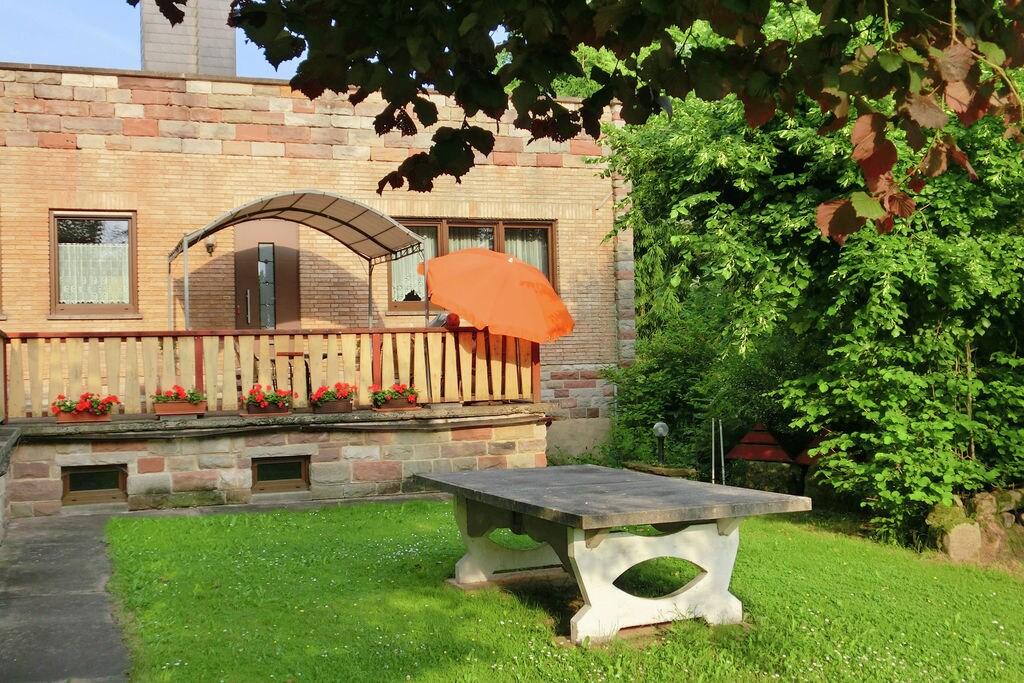 De helft van de vakantiehuis in Noord-Hessen met eigen ingang, terras en tuin - Boerderijvakanties.nl