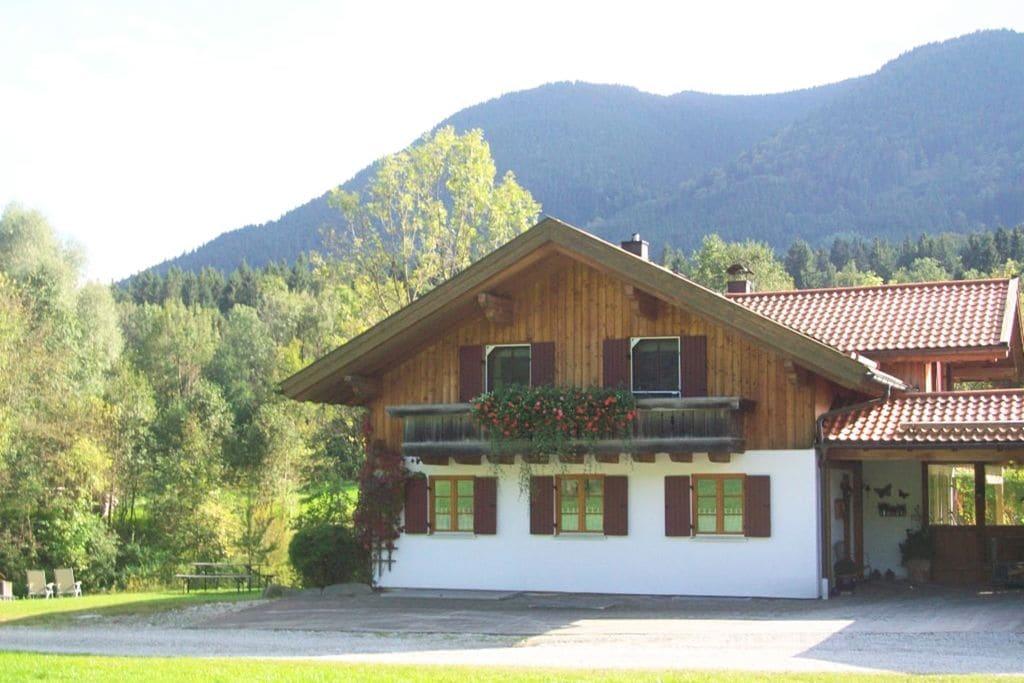 Rustig gelegen woning met uitzicht over bergen en bos - Boerderijvakanties.nl