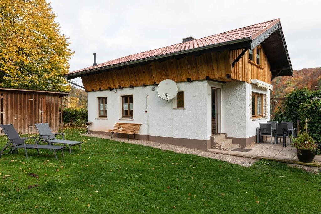 Vakantiewoning met tegelkachel, omheinde tuin en terras in het Thüringer Woud - Boerderijvakanties.nl