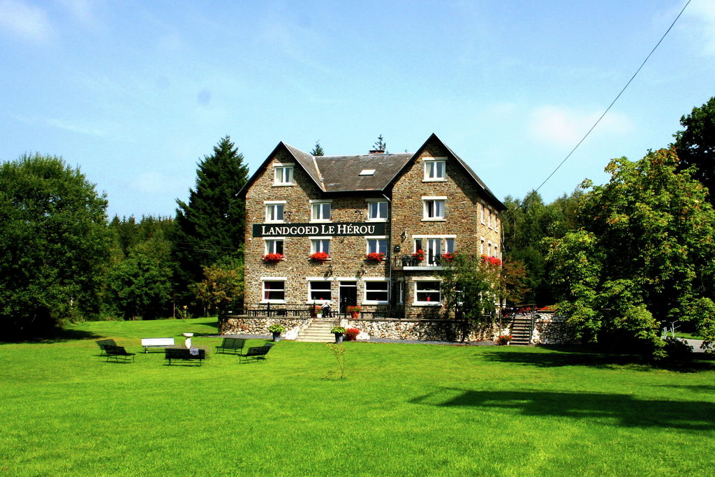 Prachtig landhuis op privélandgoed in de 'Parel van de Belgische Ardennen' - Boerderijvakanties.nl
