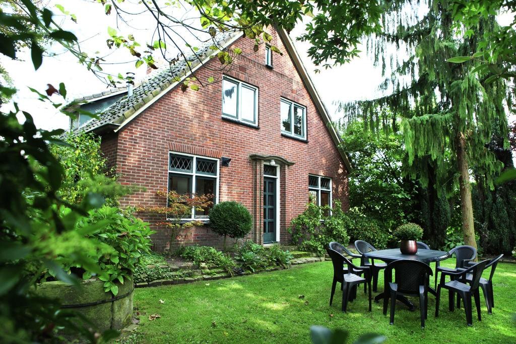 Landelijk gelegen gezinswoning met een reuzetrampoline - Boerderijvakanties.nl