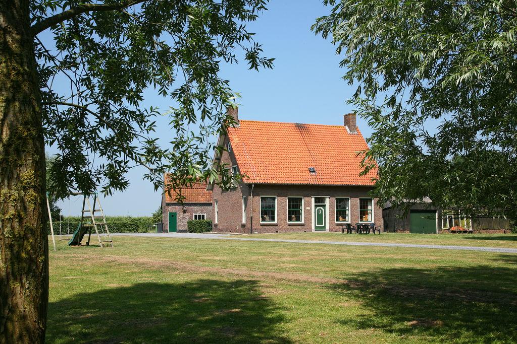 Authentieke Zeeuwse boerderij centraal gelegen in Zeeuws-Vlaanderen - Boerderijvakanties.nl