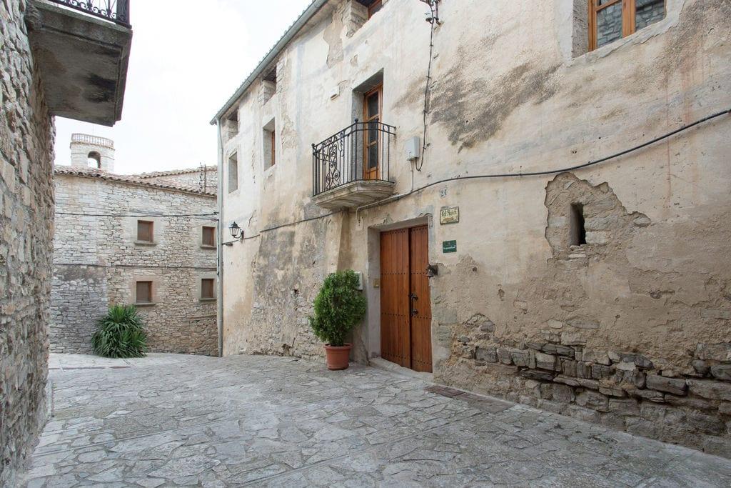 Kasteel huren in  Spanje -     voor 6 personen  Beleef de middeleeuwen en verblijf..