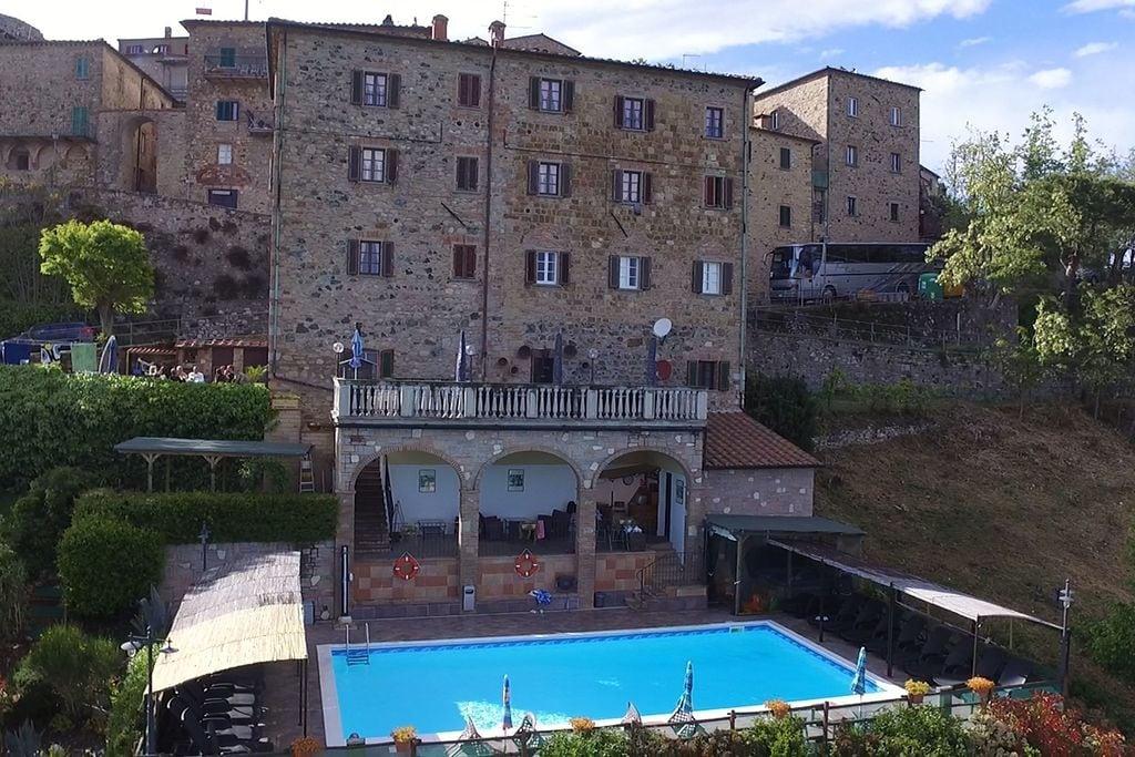 Montecastelli-Pisano- Appartement met zwembad  met wifi te huur