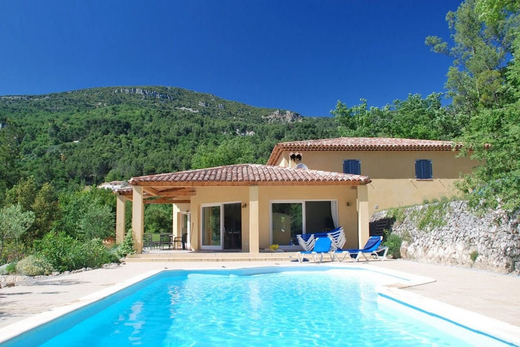 Gezellige villa met een zwembad in Bargemon, Provence - Boerderijvakanties.nl